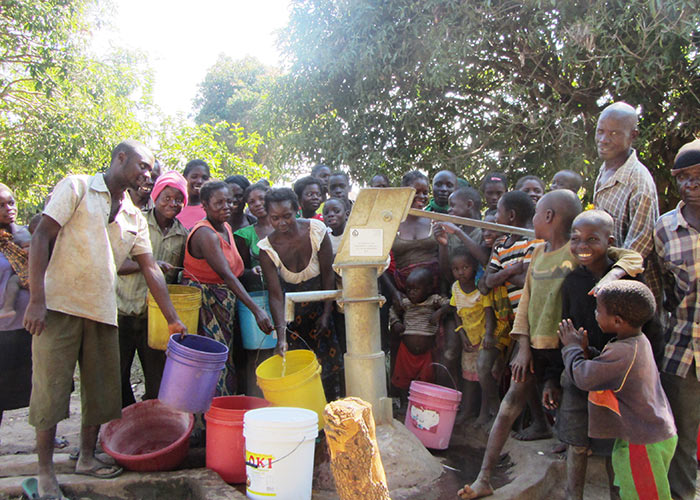 The Kamushopo community with their new well
