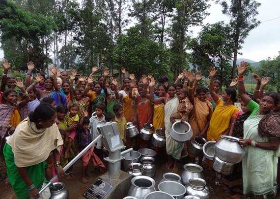 The Dheemudi Valasa community with their new well