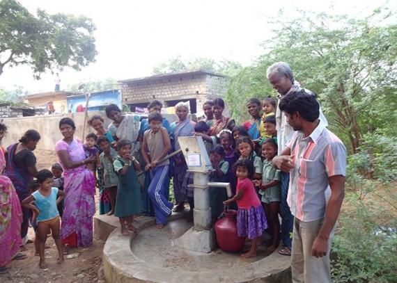 The people of Koppoli Harijanawada with their new well