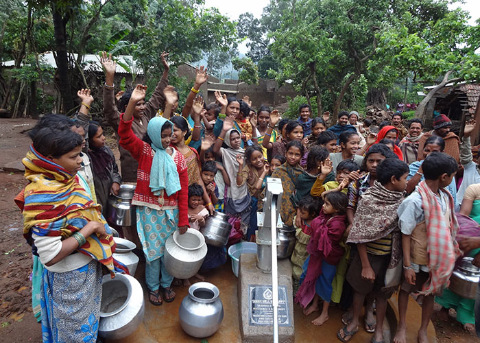 The people of Malivalasa with their new well