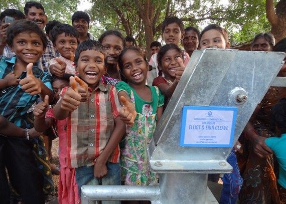 The people of Siddugaripalli with their new well
