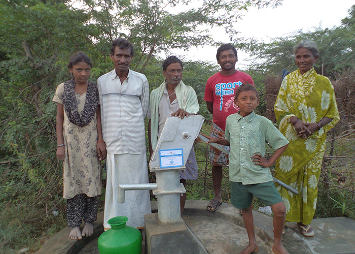 The people of Gundapuram with their new well