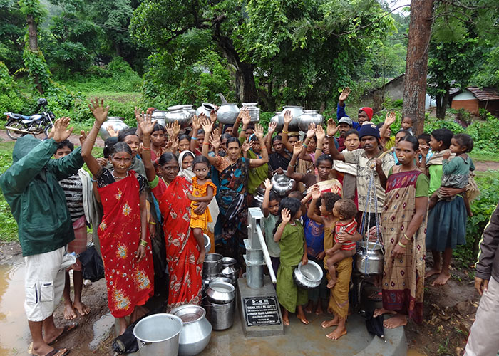 The Layaganda community celebrating their new well, thanks to XL