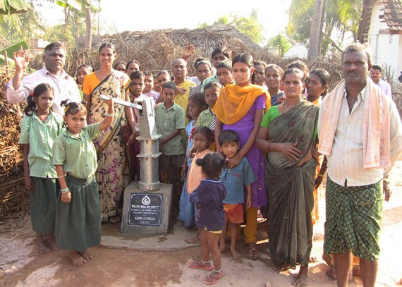 The Pallapu Chamavaram community with their new well