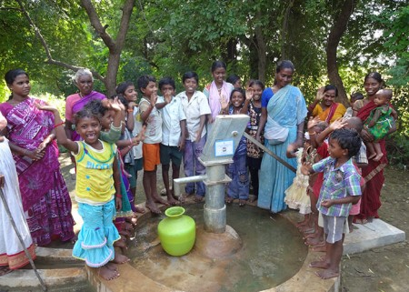 The people of Ramapuram Yandi with their new well