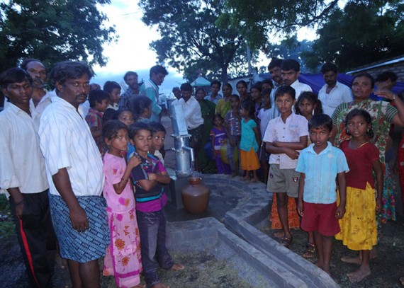 The Rekalakunta community with their new well