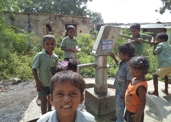 The children of Rekalakunta with their new well
