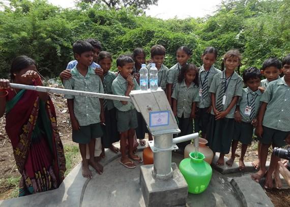 The children of Thiruvengalapuram with their new well