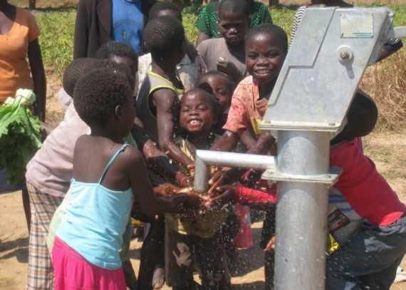 Kapolo Playing with Water (2)
